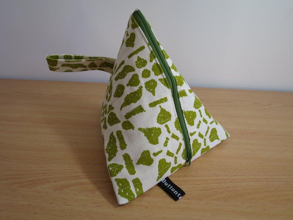 Image of Sunnyboy pouch - Green crochet granny