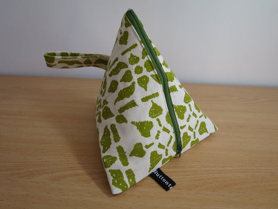 Image of Sunnyboy pouch - Green crochet granny
