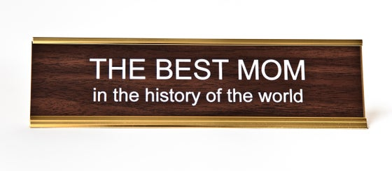 Image of BEST MOM in the History of the World nameplate