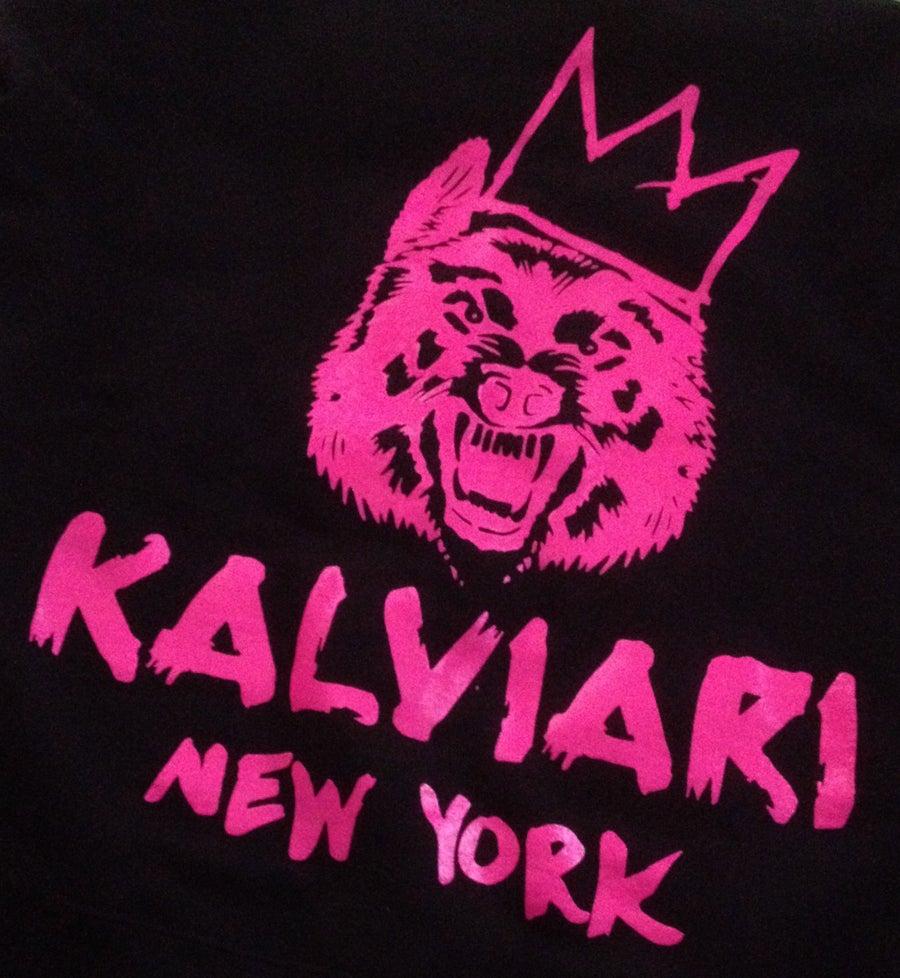 "Image of KALVIARI FEMME SAMOWOLF ""VICTORIOUS"" TSHIRT X CREWNECK"