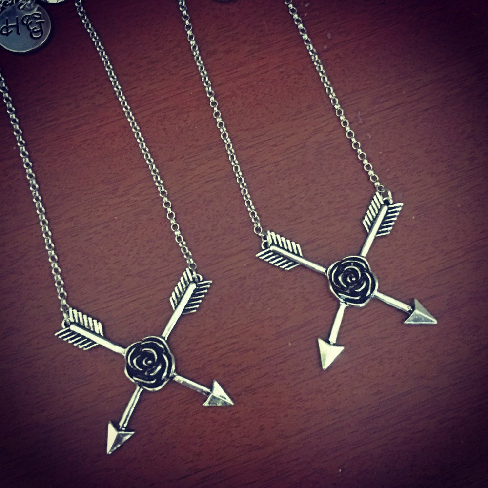 Image of Arrow rose necklace
