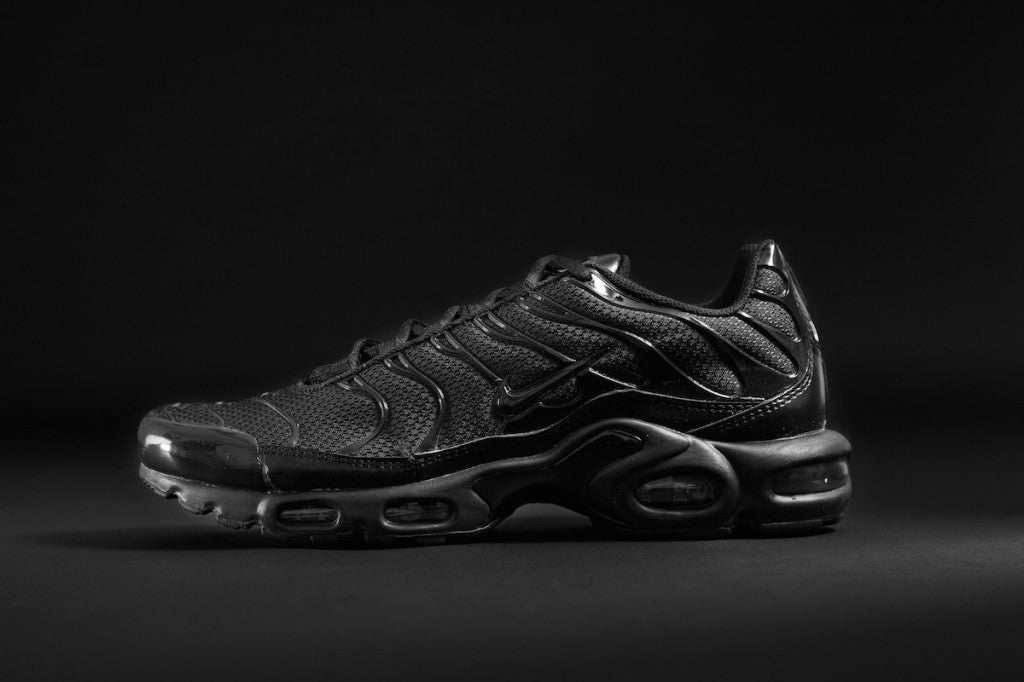 nike air max plus tn black