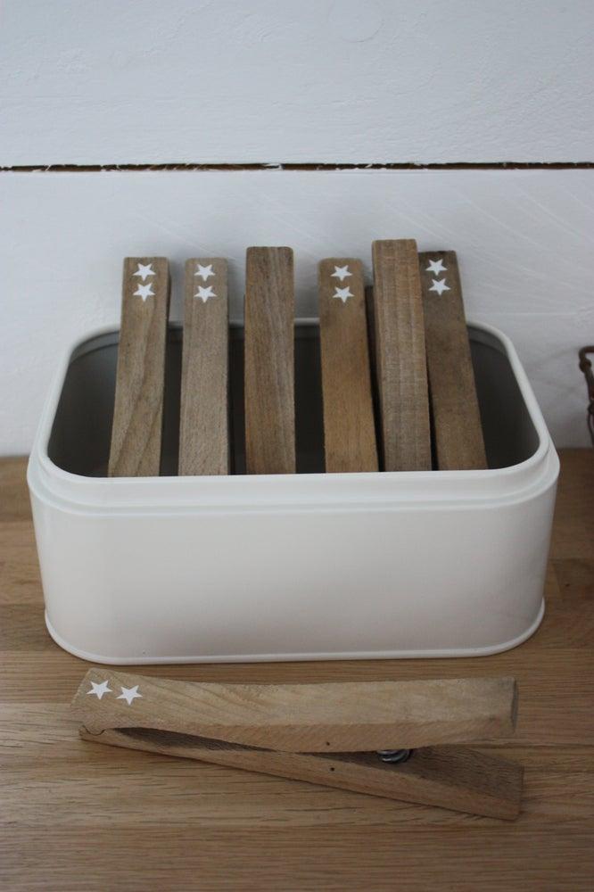 Image of Grosses pinces en bois anciennes.