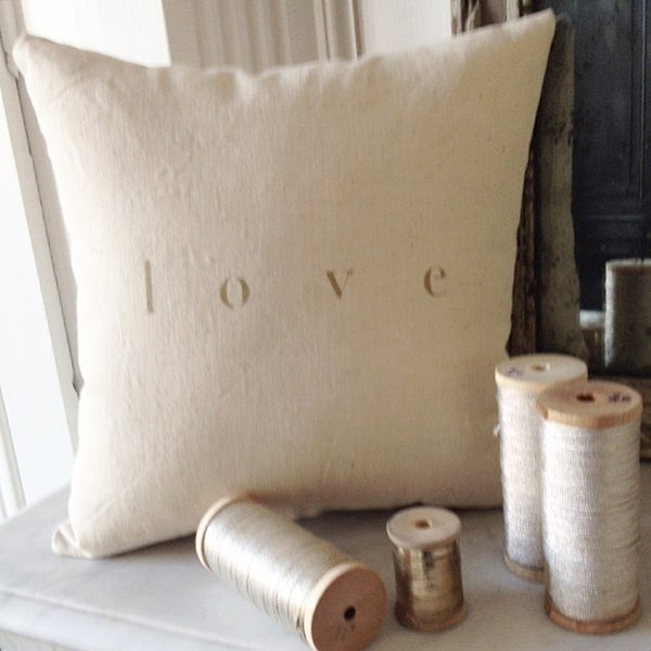 Image of Coussin écru love or SMALL