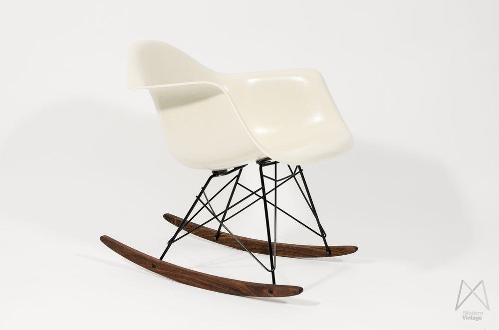 Image of Eames Herman Miller Off white Parchment rocker chair original