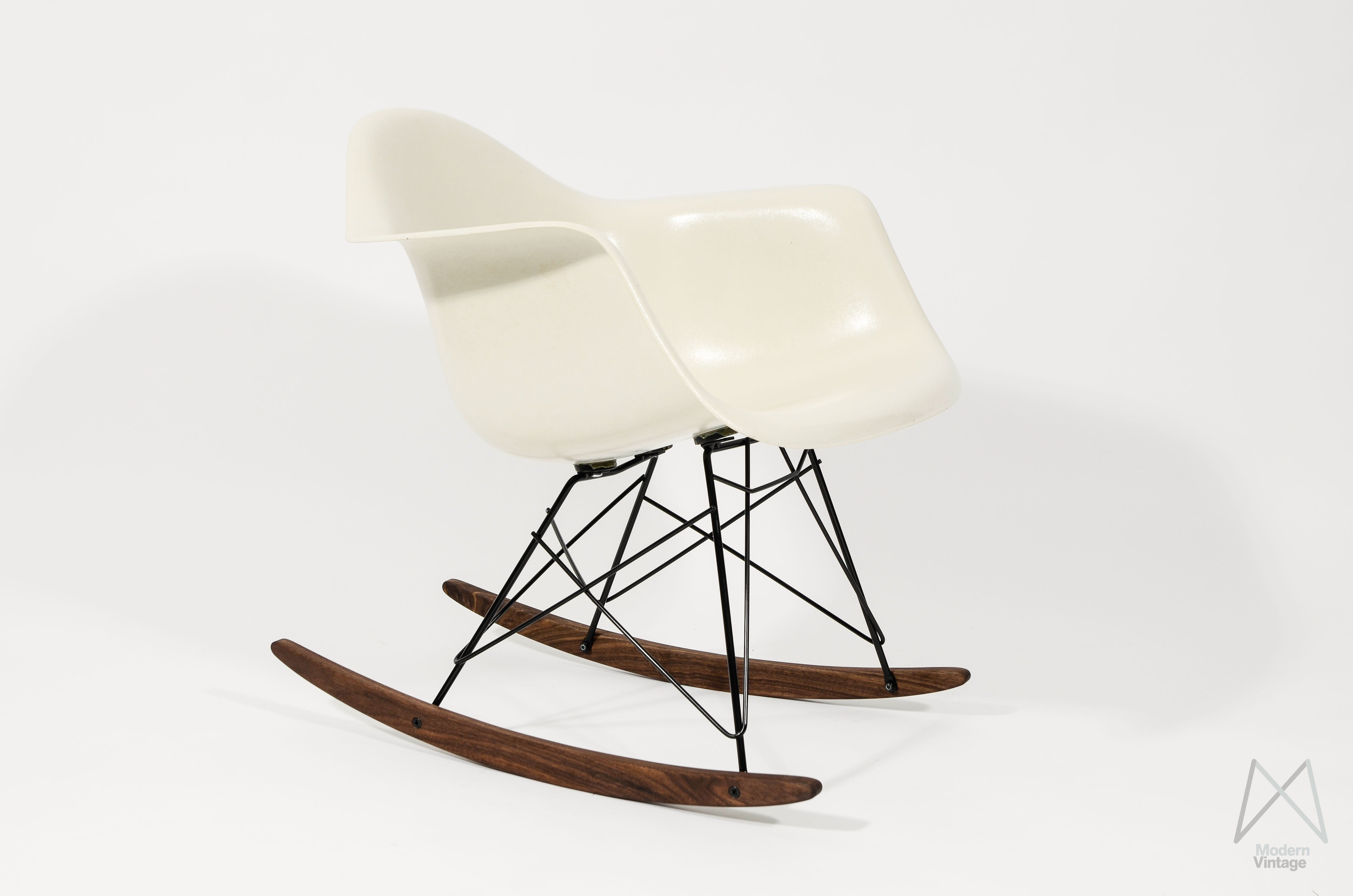 Beautiful Image Of Eames Herman Miller Off White Parchment Rocker Chair  Original With Barcelona Stuhl Original.