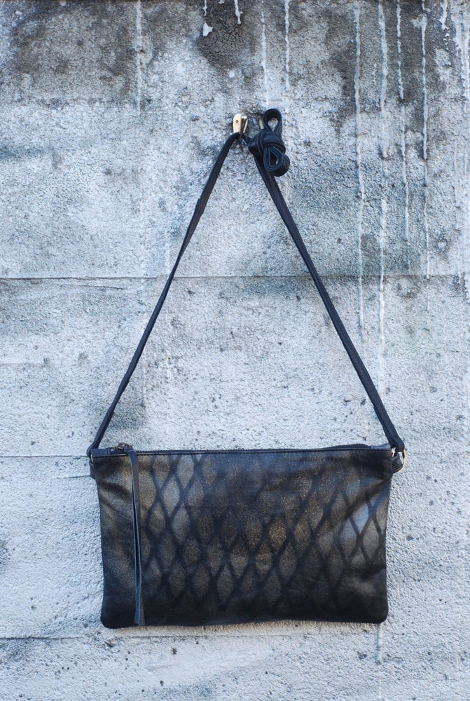 Image of Chelsea Crossbody - vertical wire