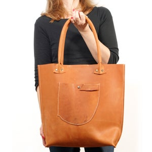Image of Cognac Colored Leather Shopper - Vegtanned Leather Market Bag