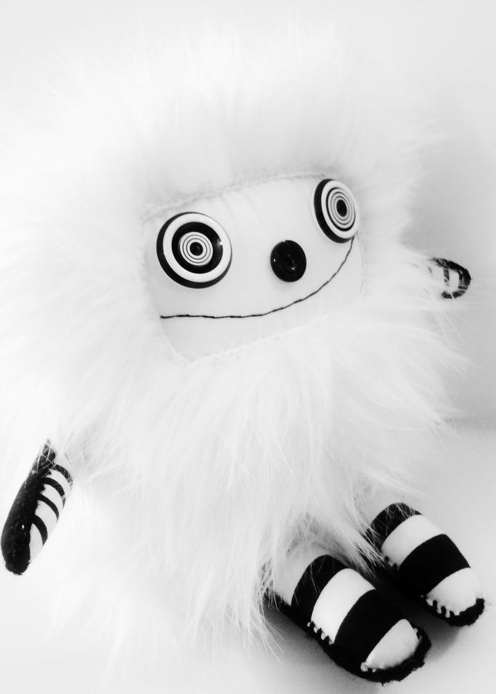 Image of pOlkadOttydOLL - ARt dOLL PLUSh - WHitE