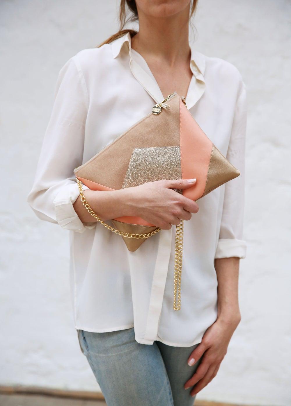 Image of Pochette *NINA* corail et dorée