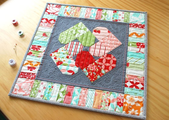 Image of Heart Spin MINI Quilt - PDF Pattern