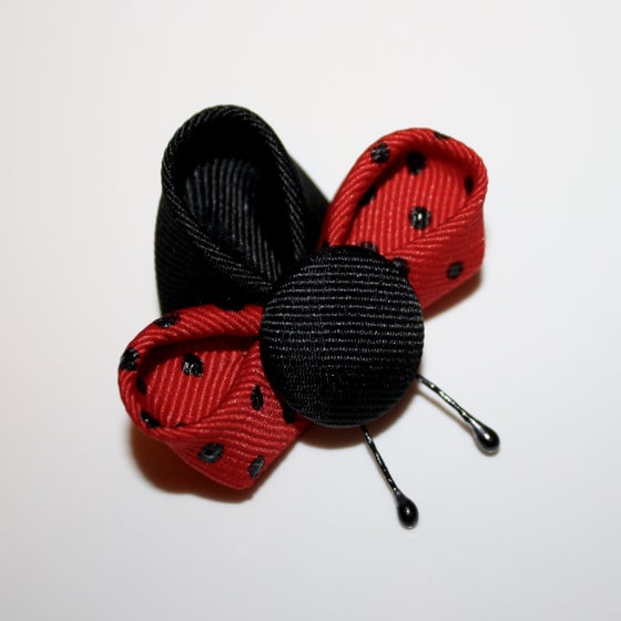 Image of Kanzashi Ladybugs Tutorial