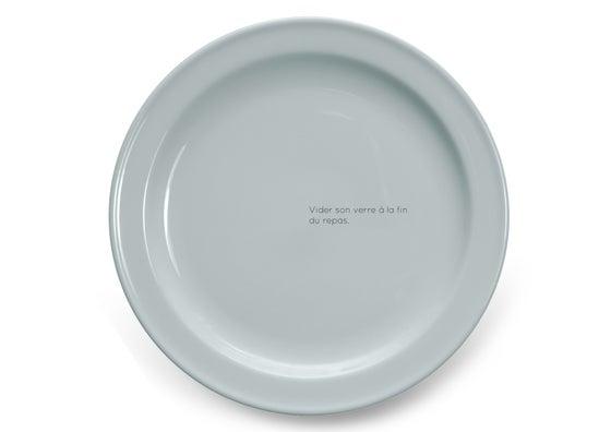 Image of Vider son verre à la fin du repas.