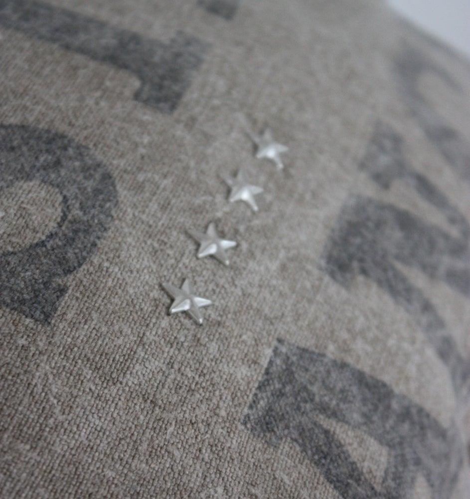 Image of Coussin réversible toile postale et petites étoiles.