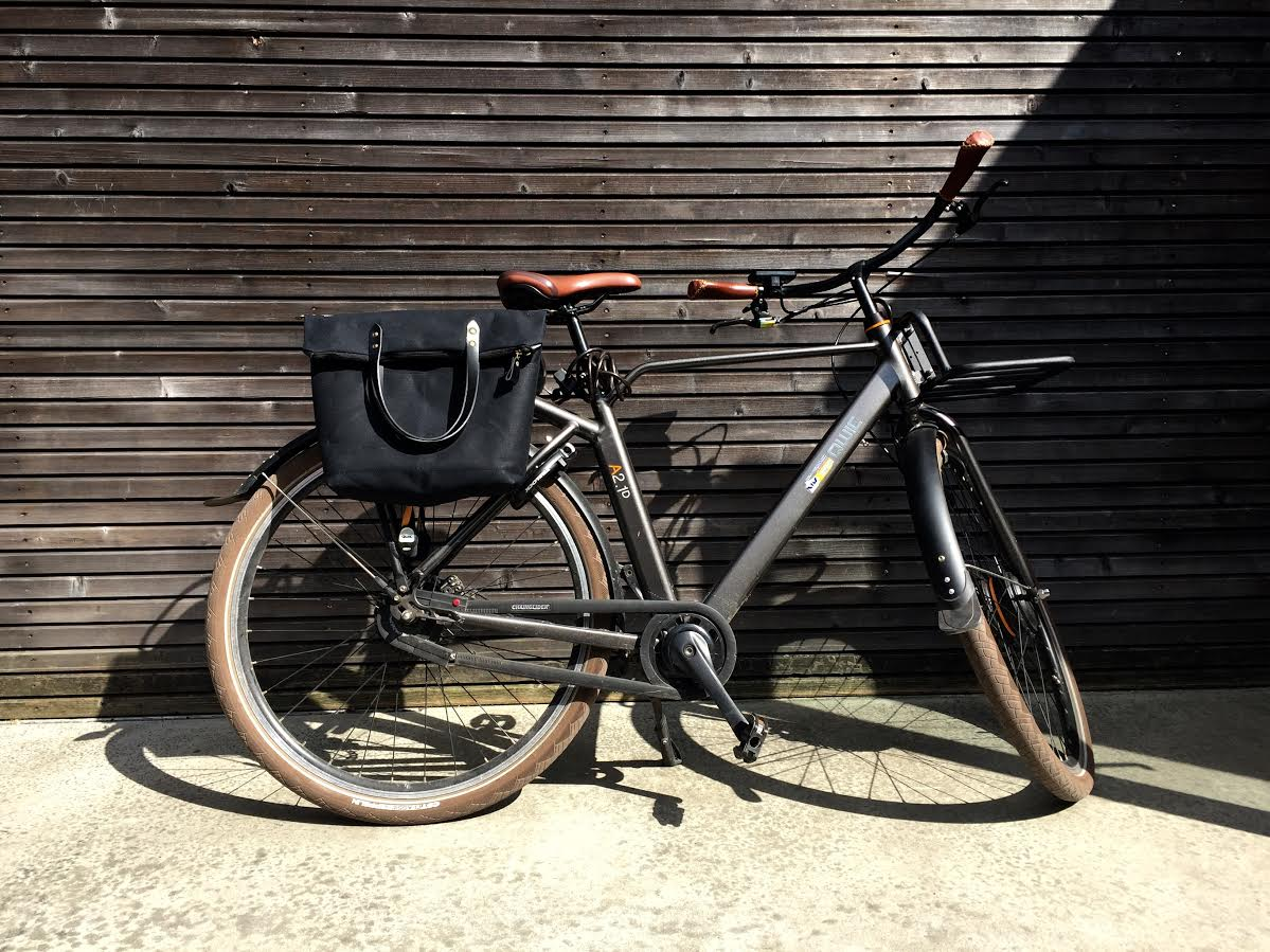 Image of Bike pannier / bicycle bag in waxed canvas with zipper closure / bike accessories