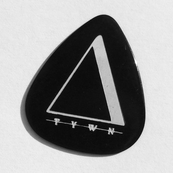 "Image of PICK ""TYWN"" black/white"