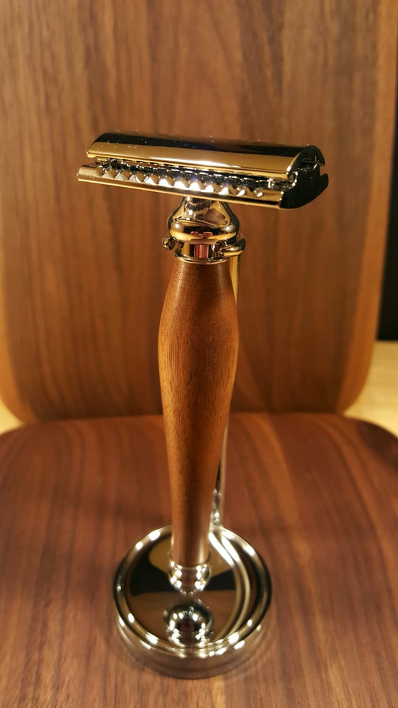 Image of Walnut Safety Razor