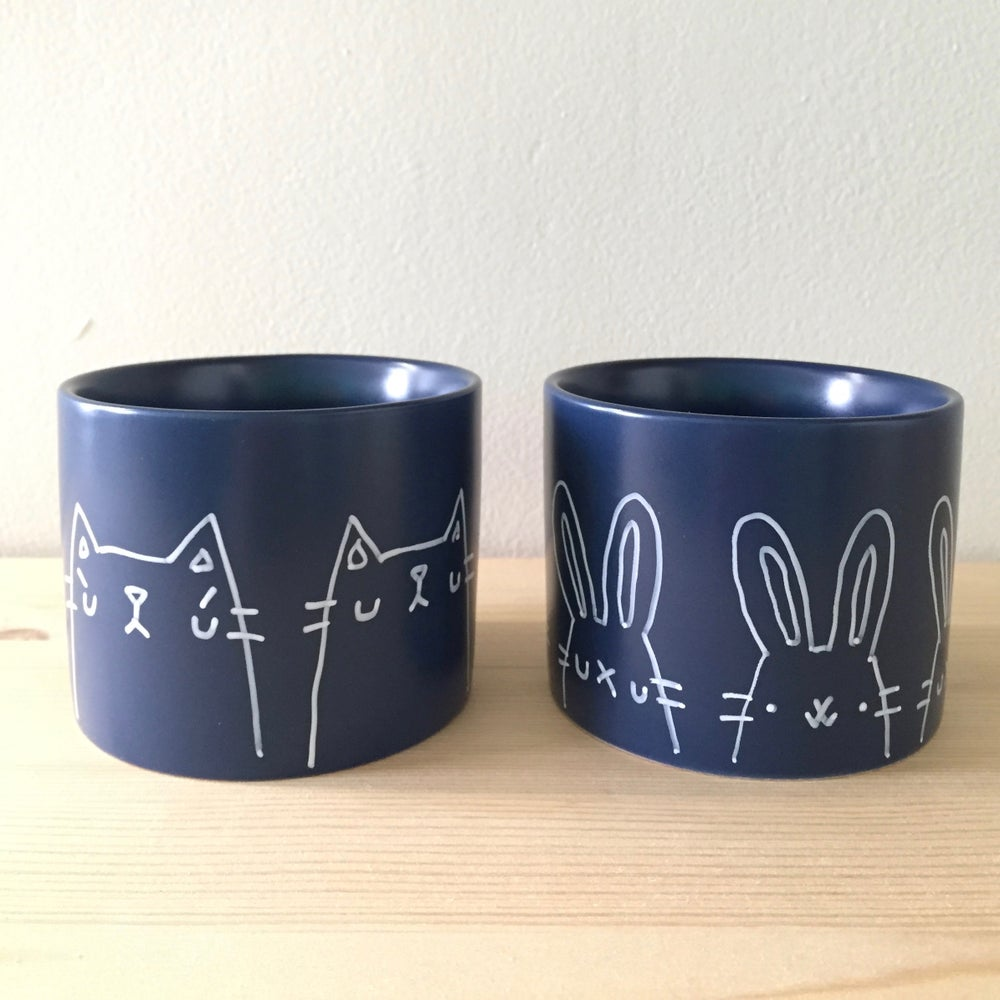 Image of hand-illustrated planters // deep navy