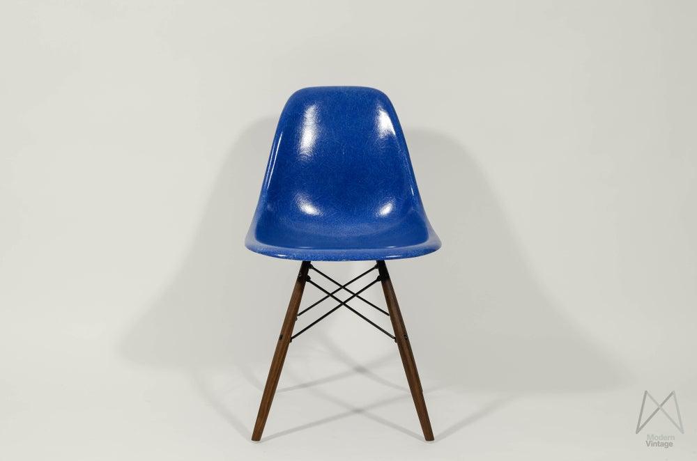 modern vintage amsterdam original eames furniture eames herman miller 1960 dsw mid blue. Black Bedroom Furniture Sets. Home Design Ideas