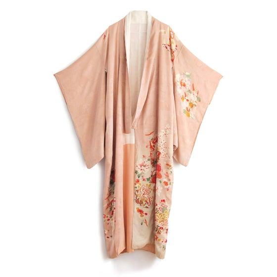 Image of Rosa kimono med blomster-kant af silke