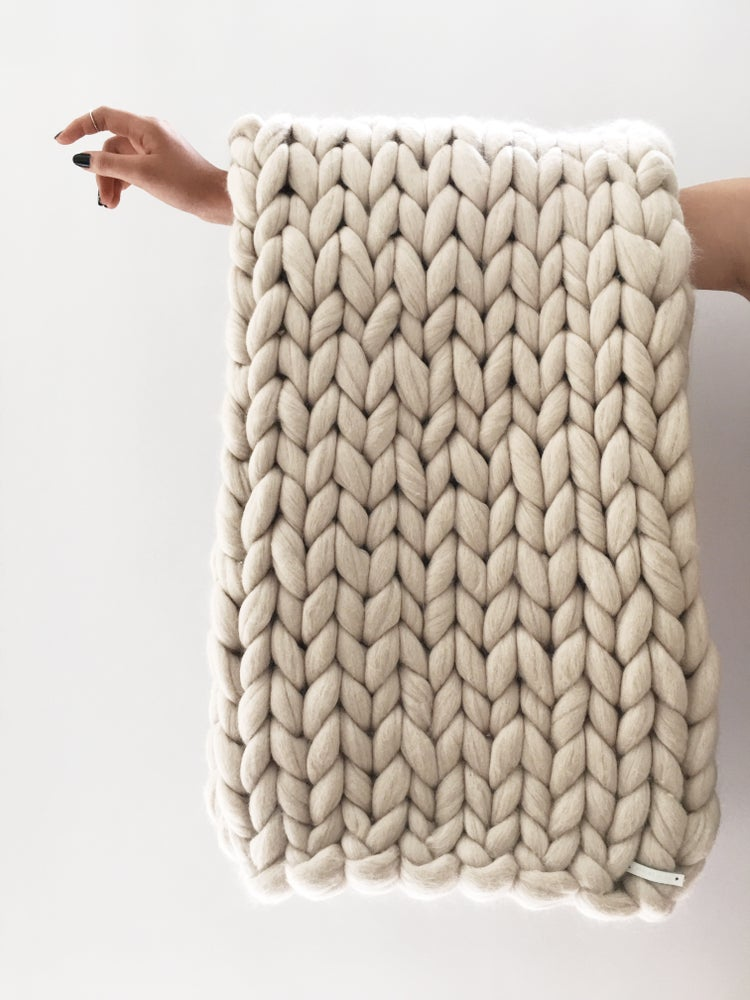 Image of Oversize Knitt Woollen Throw
