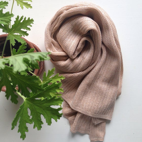Image of Scarf in cotton and silk // nude