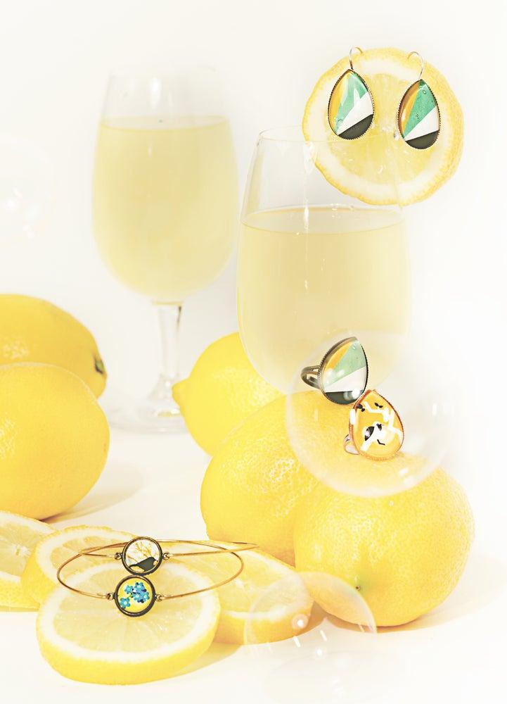 Image of Les bijoux jaunes et graphiques