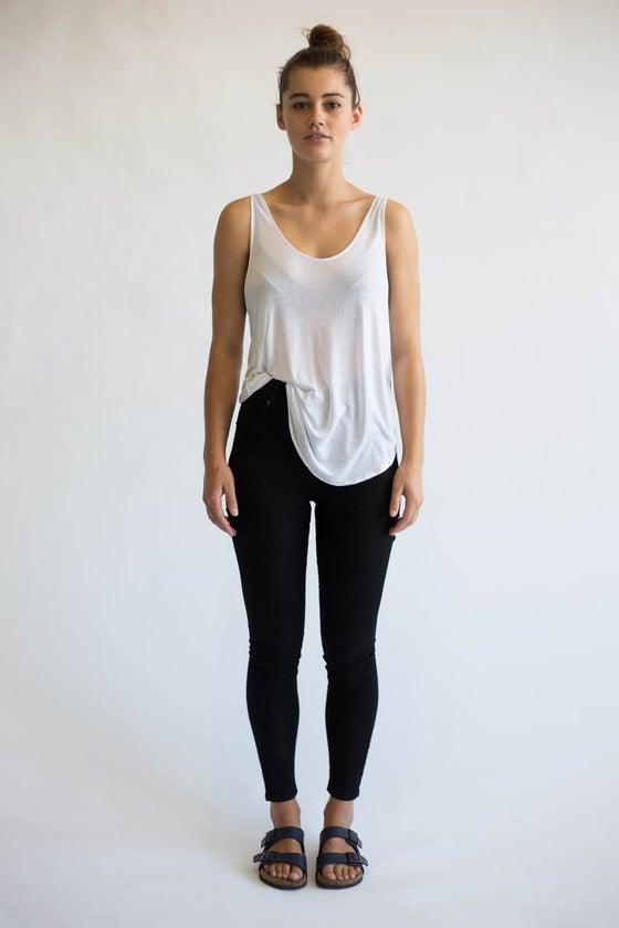 Image of Basic singlet - white