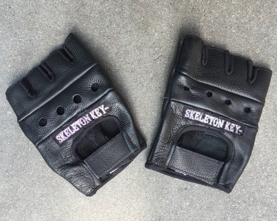 "Image of SKELETON KEY MFG ""RIOT GLOVES"""