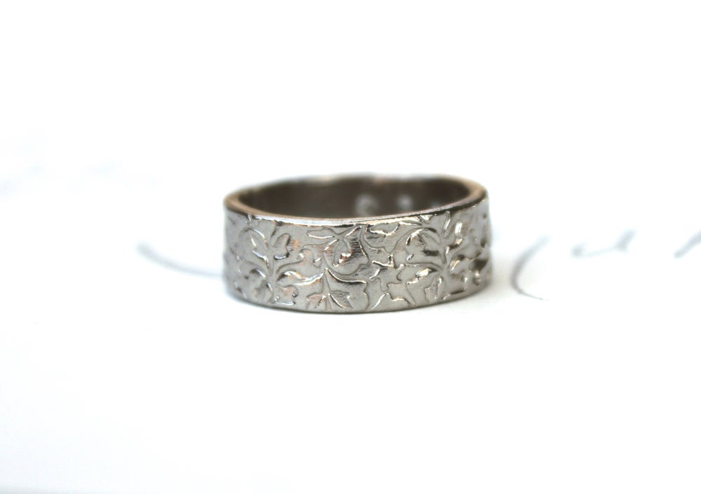 Image of solid gold wedding band with engraved vines