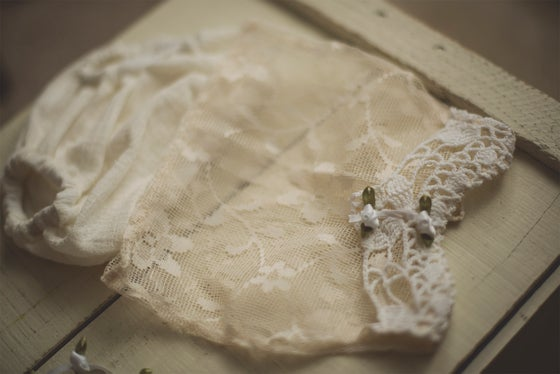 "Image of ""Ivy"" Lace Shirt, Bloomers & Tieback Set"