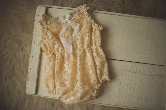 Image of Lace Cinched Waist Romper - Sitter