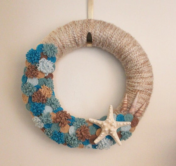 Image of Starfish and Seashell Wreath, Beach Colors, 14-inch size, Ready to Ship