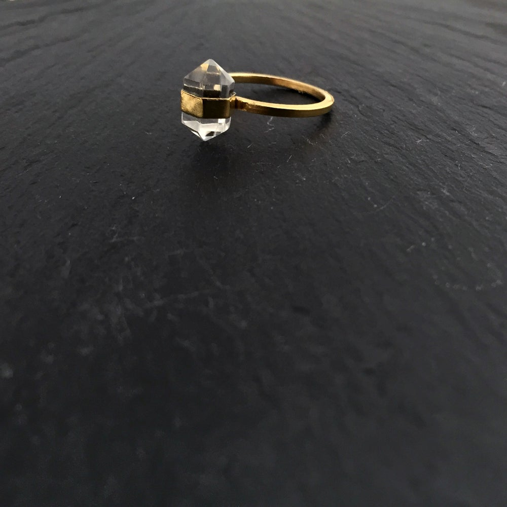 Image of Small bandring with crystal in brass