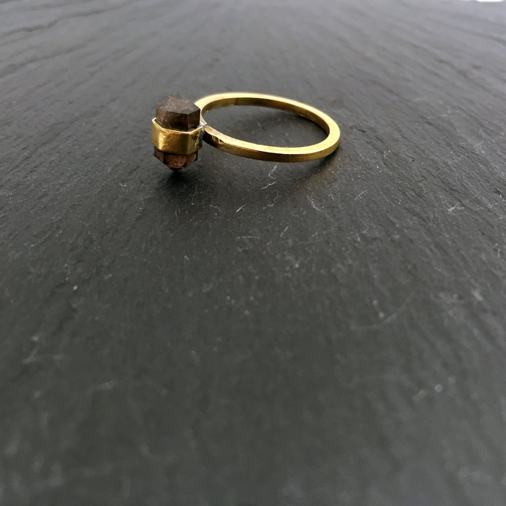 Image of Small bandring with Smokeyquartz in brass