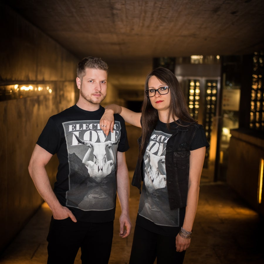 Image of Horns up | T-Shirt