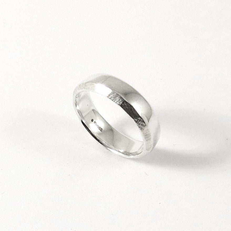 Image of Facet Edge Court Ring