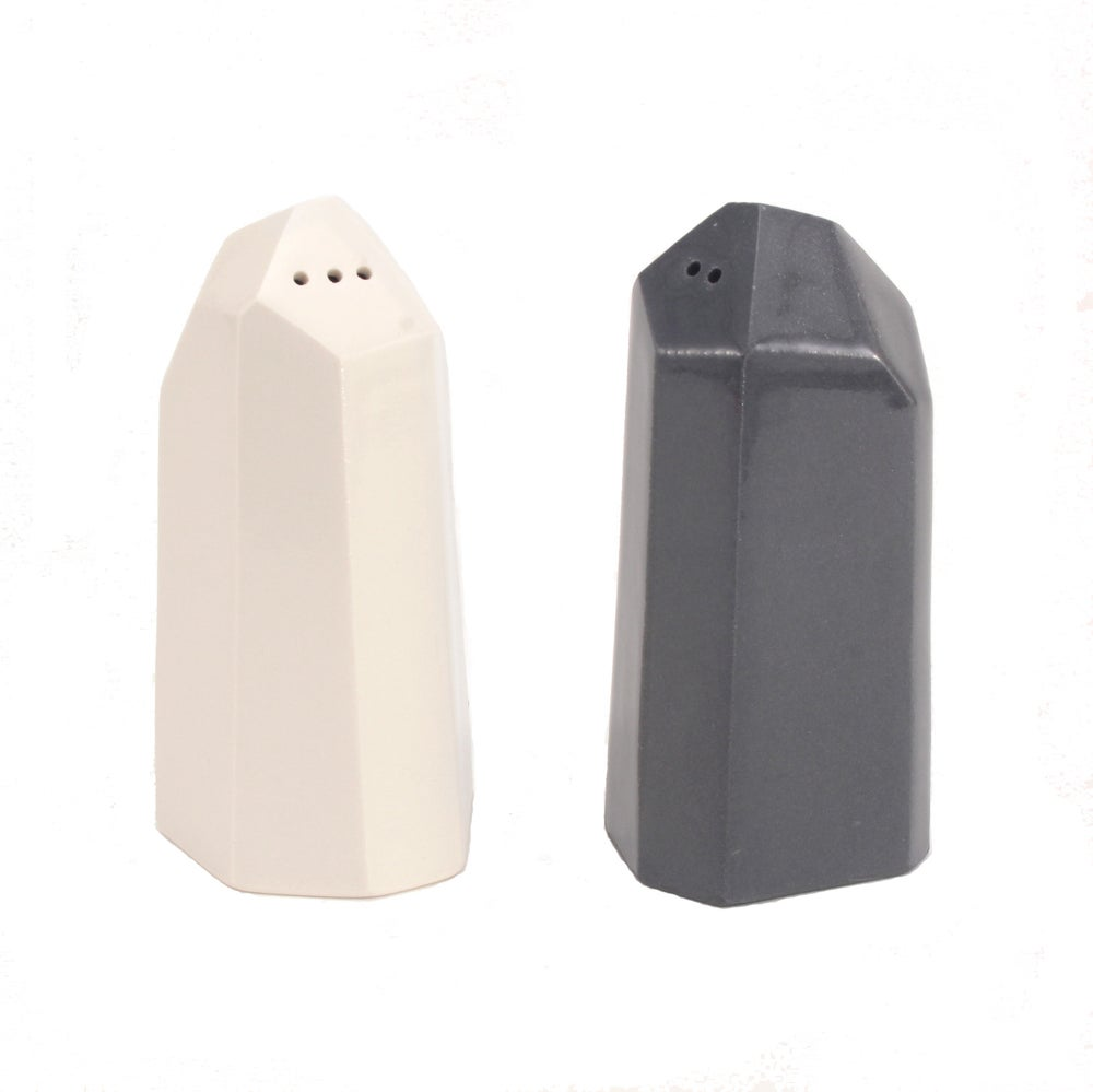Image of salt and pepper set