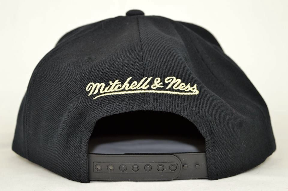 Image of PITTSBURGH PENGUINS BLACK MITCHELL & NESS NHL SNAPBACK HAT