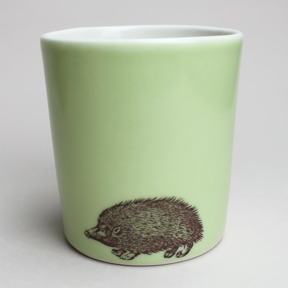 Image of 14oz tumbler with hedgehog, avocado