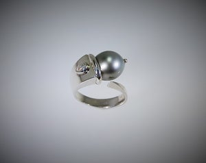 Image of Tratti Perle and Diamond Ring
