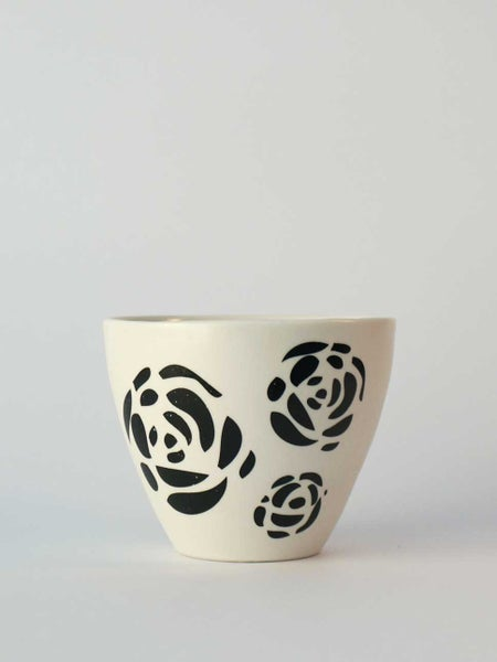 Image of Large cup </br> with black roses