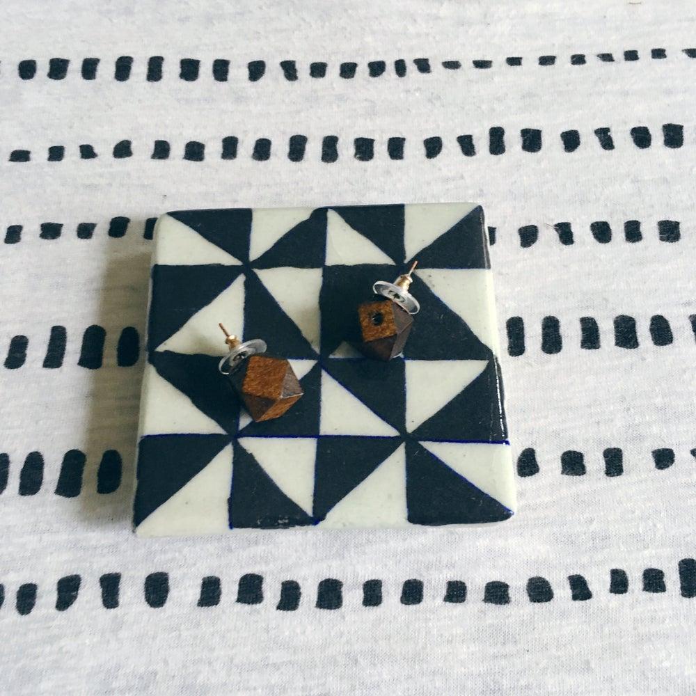 Image of •Kére• wood stud earrings (walnut)