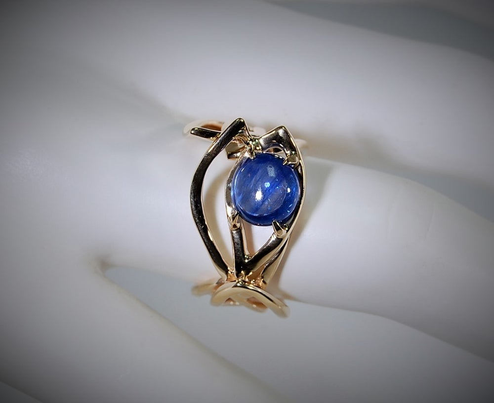 Image of Ivy sapphire ring