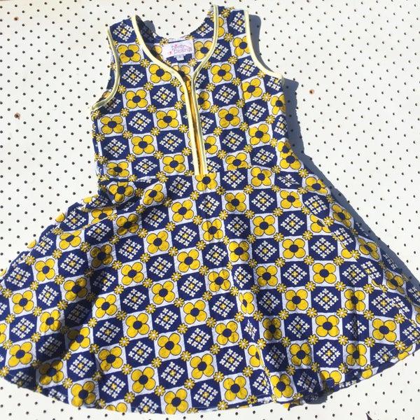 Image of Size 6 'vintage twirl' dress - retro Daisy