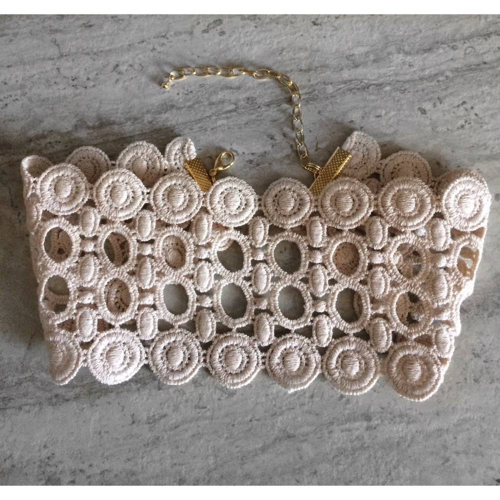 Image of Thick nude circle pattern choker