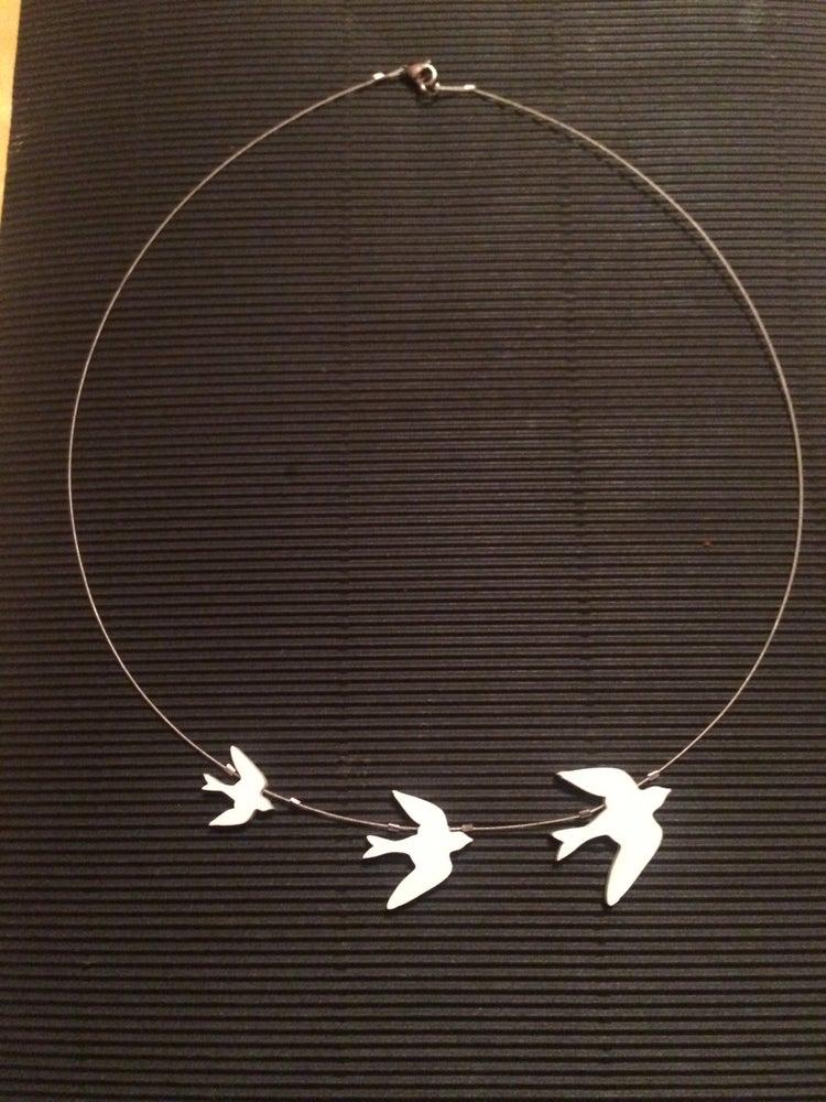 Image of Náhrdelník Ptáčci Matná černá nebo bílá