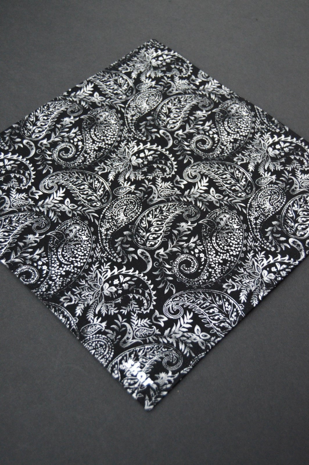 Image of Houndstooth Paisley