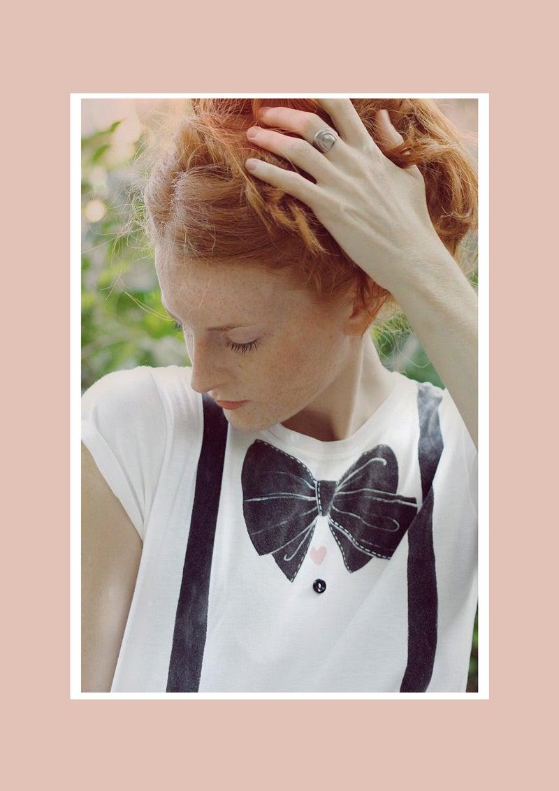 Image of Charlotte bow tie and suspenders t-shirt dipinta a mano, personalizzabile o su misura