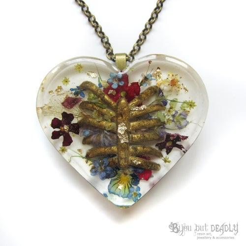 Image of Real Flowers and Ribs Pendant